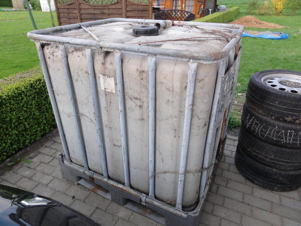 1000 liter wasserfass gitterbox regentonne in leun sonstiges f r den garten balkon. Black Bedroom Furniture Sets. Home Design Ideas