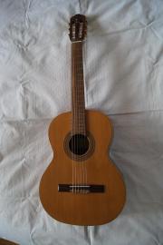 Akustische Gitarre 7/