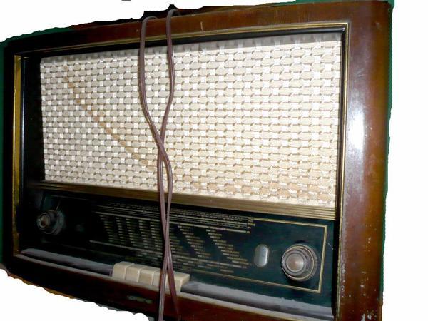 alte radios 1x lorenz 1x telefunken 1xgrundig 1. Black Bedroom Furniture Sets. Home Design Ideas