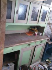 Alter Küchenschrank aus