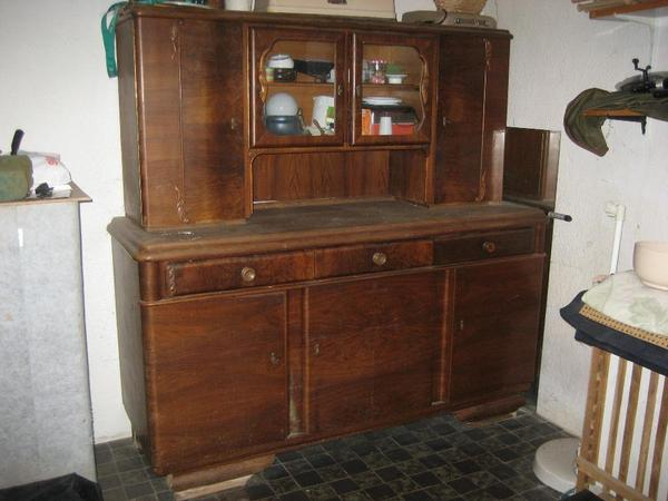 ich verkaufe einen alten 2 teiligen k chenschrank aus omas zeiten renovierungsbed rftig. Black Bedroom Furniture Sets. Home Design Ideas