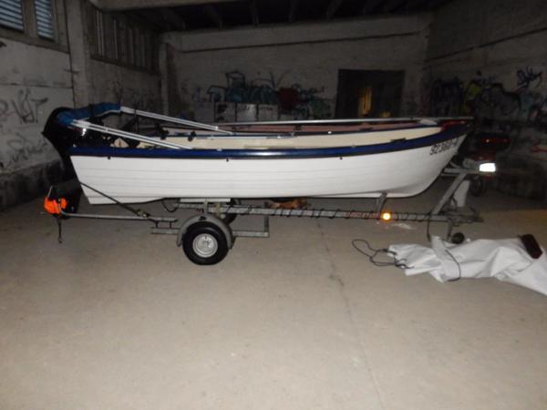 angelboot motorboot mit trailer in m nchengladbach. Black Bedroom Furniture Sets. Home Design Ideas