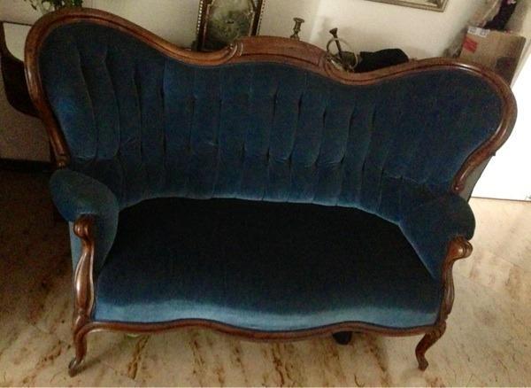 antike couch um 1900 nussholz samtbezug neu gepolstert in mannheim polster sessel couch. Black Bedroom Furniture Sets. Home Design Ideas