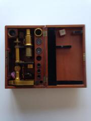 antikes Mikroskop aus