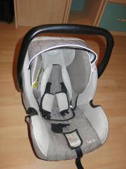 Babyschale fürs Auto