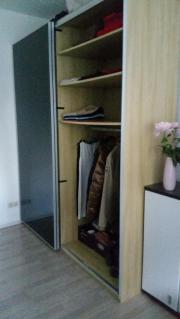 Bereits auseinandergebaut Kleiderschrank