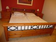 Bett aus Massivholz