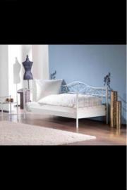 Bett ohne matratze