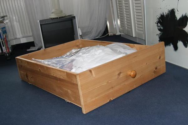 bettkasten auf rollen helles holz 84 cm tief 65 cm breit 21 cm hoch kleinanzeigen aus stuttgart. Black Bedroom Furniture Sets. Home Design Ideas