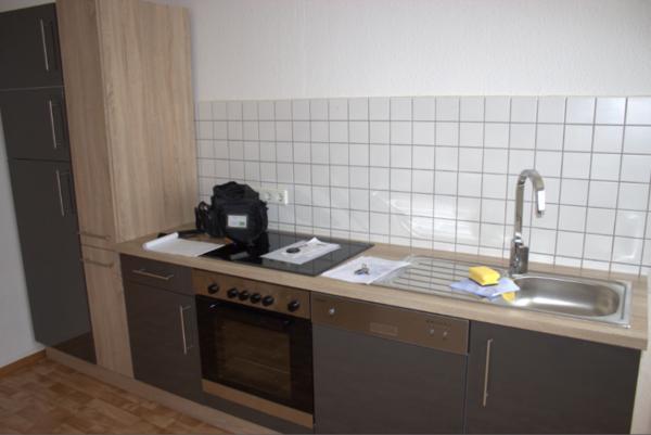 Biete moderne Küchenzeile - inkl. Geschirrspülmaschine und mehr ...