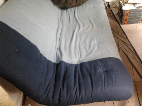 Treppenstufen Holz Gebraucht ~ , klappbare Bett Couch mit Futon Matratze zu verkaufen Metall Holz