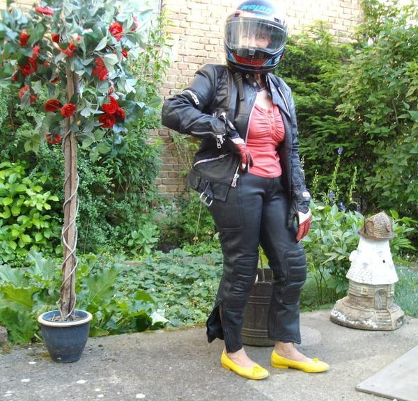 damen lederkombi gr 42 in nidderau motorradbekleidung. Black Bedroom Furniture Sets. Home Design Ideas