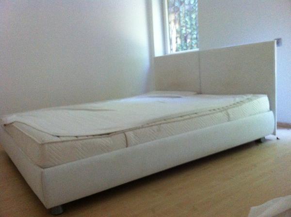 designer bett stoff wei abziehbar in m nchen betten kaufen und verkaufen ber private. Black Bedroom Furniture Sets. Home Design Ideas