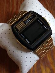 DIESEL Digital-Uhr
