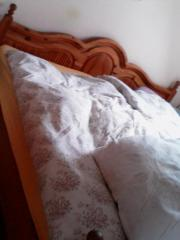 Doppelbett im Landhausstil