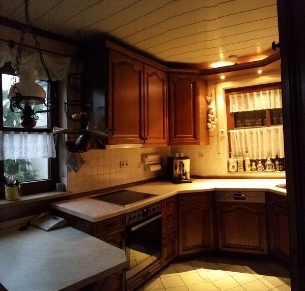 ich biete eine echtholzk che mit gro em k hlschrank 234l 19l 3 sterne gefrierfach siemens. Black Bedroom Furniture Sets. Home Design Ideas