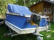 Elektroboot mit Kabine