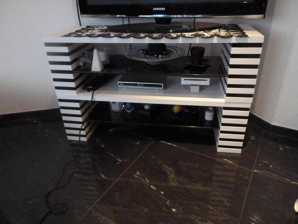 fernseher tisch schwarz weiss in winnenden phono tv. Black Bedroom Furniture Sets. Home Design Ideas