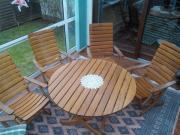 Gartenmöbel. Massiv Holz.
