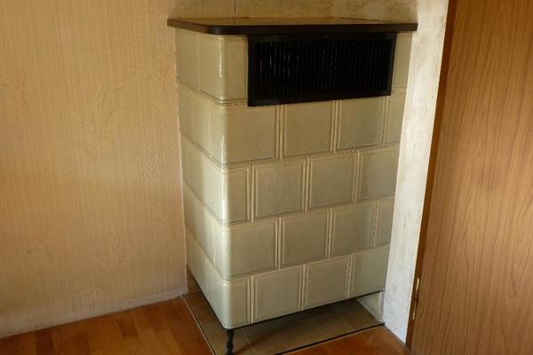 gebrauchter eck kachelofen in renningen fen heizung. Black Bedroom Furniture Sets. Home Design Ideas