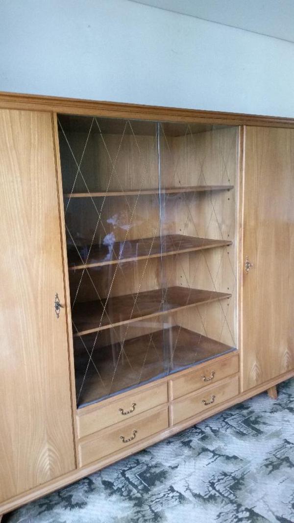 glasschrank und sideboard zu verschenken in feldkirch biete kostenlos private kleinanzeigen. Black Bedroom Furniture Sets. Home Design Ideas