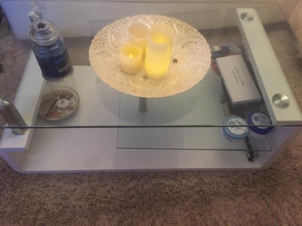 glastisch couchtisch weiss kaufen gebraucht und g nstig. Black Bedroom Furniture Sets. Home Design Ideas