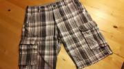 graukarierte Shorts für