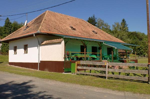 Grosses wohnhaus grundriss 16 x 10 mtr 2 wohnungen in for Wohnhaus grundriss