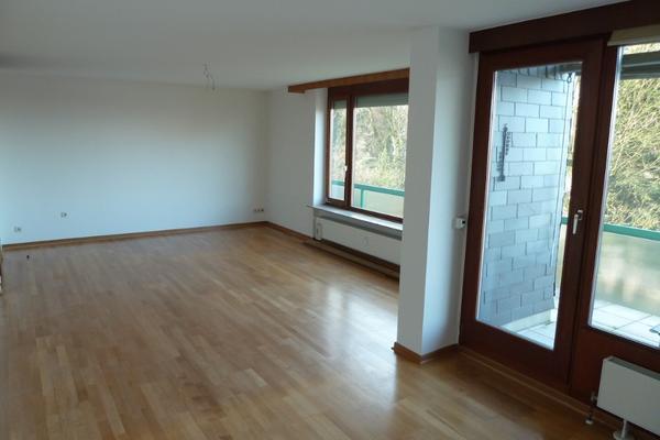 helle 3 zimmer wohnung auf wuppertaler s dh hen provisionsfrei vermietung 3 zimmer wohnungen. Black Bedroom Furniture Sets. Home Design Ideas