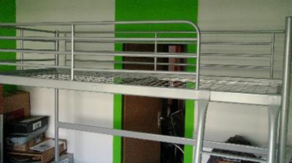 hochbett aus stahl von ikea produktabmessungen l nge 208 cm entfernung vom boden bis zur. Black Bedroom Furniture Sets. Home Design Ideas