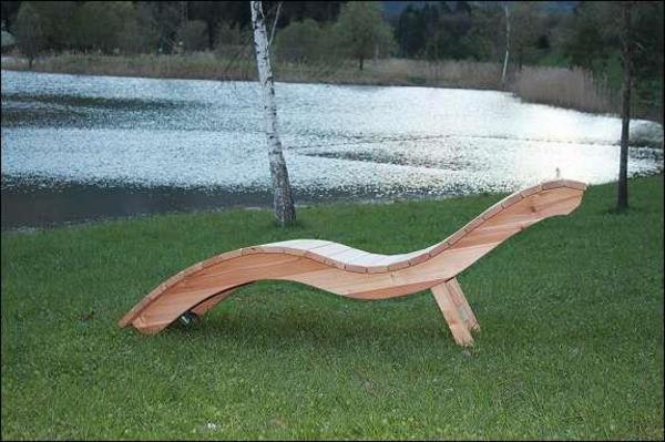 holzliegen aus l rchenholz in lengholz sonstiges f r den. Black Bedroom Furniture Sets. Home Design Ideas