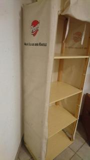 Holzregal mit Stoffverkleidung