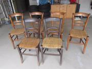 Holzstühle mit Korbgeflecht