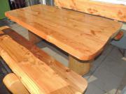 Holztisch mit 2