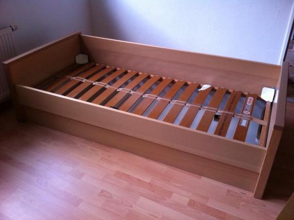 biete bett in buche mit bettkasten der marke h lsta ma e. Black Bedroom Furniture Sets. Home Design Ideas