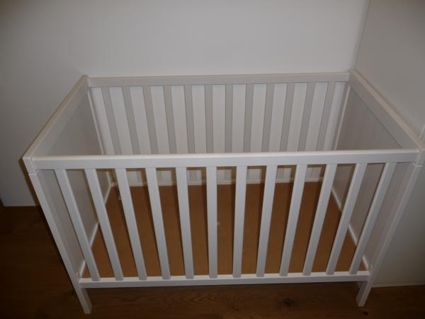 ikea gitterbett sundvik und ikea matratze vyssa in. Black Bedroom Furniture Sets. Home Design Ideas