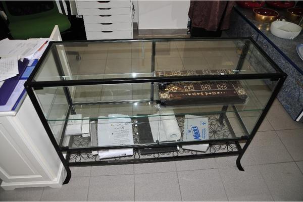 glasvitrine zum h ngen ikea. Black Bedroom Furniture Sets. Home Design Ideas