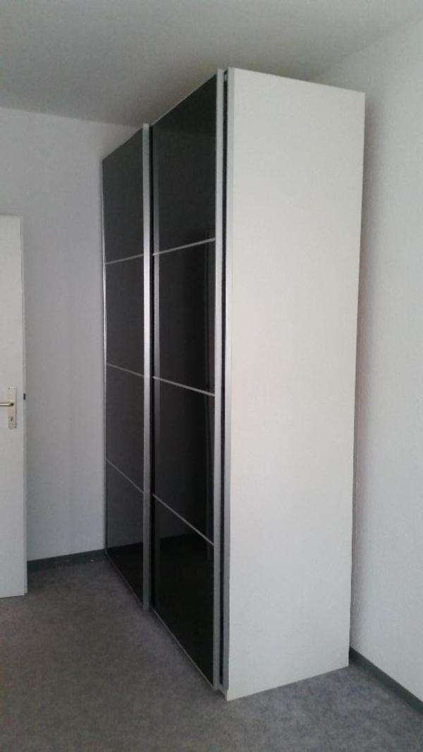 ikea pax kleiderschrank wei graues glas schiebet ren. Black Bedroom Furniture Sets. Home Design Ideas