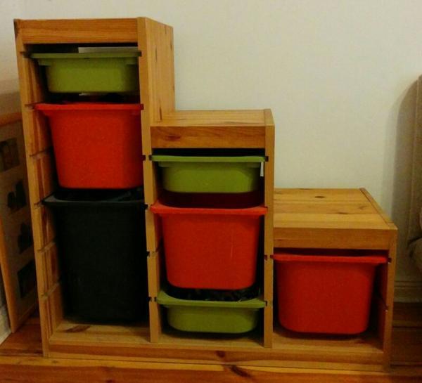 trofast regal aus naturholz mit aufbewahrungsboxen aus. Black Bedroom Furniture Sets. Home Design Ideas