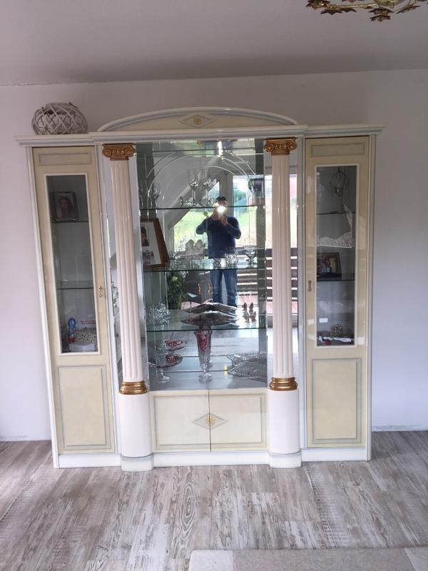 Italienischer Wohnzimmerschrank Vitrine Vom Luxusmobeldesigner