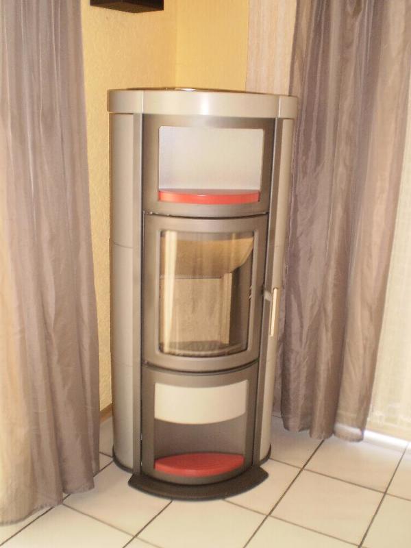 wasserf hrender kaminofen von der firma mez heta keramik. Black Bedroom Furniture Sets. Home Design Ideas