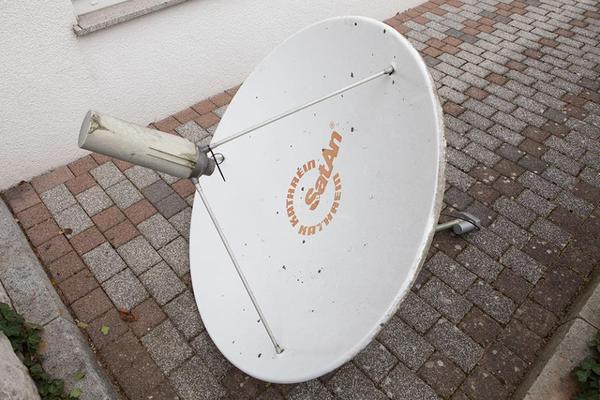 kathrein satellitensch ssel 120cm mit motor kathrein receiver in eppingen antenne sat. Black Bedroom Furniture Sets. Home Design Ideas