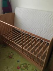 Kinderzimmer mit Schrank