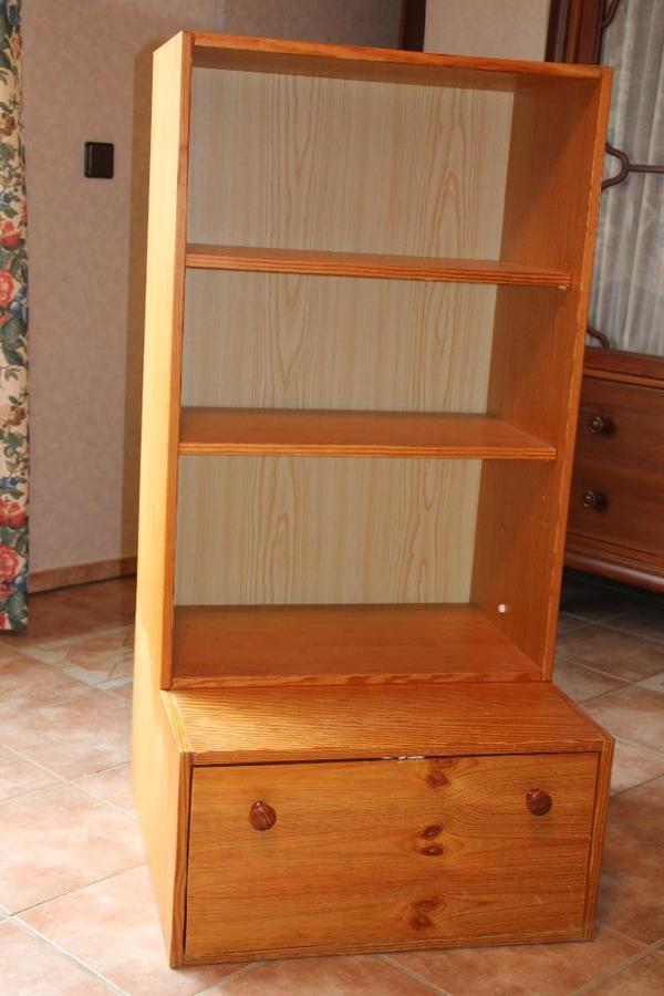 kleiner regal schrank echtholz tanne furniert mit gro em klappenfach in osthofen schr nke. Black Bedroom Furniture Sets. Home Design Ideas