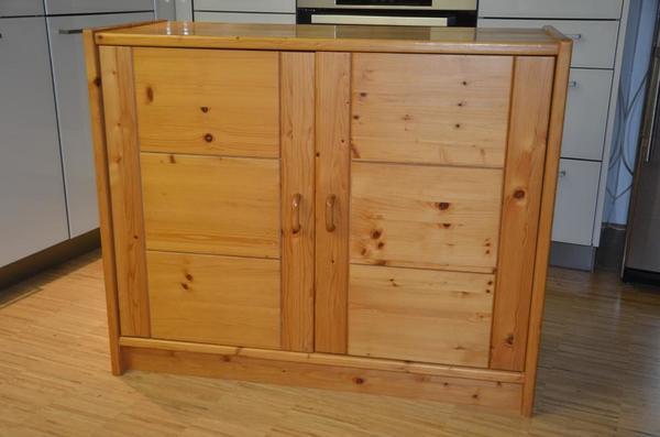 kommode massivholz kiefer gebraucht 2 t ren guter zustand breite ca 95cm h he ca 77cm. Black Bedroom Furniture Sets. Home Design Ideas