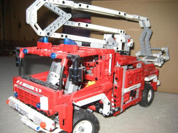 lego technic feuerwehr 8289 in m nchen spielzeug lego. Black Bedroom Furniture Sets. Home Design Ideas
