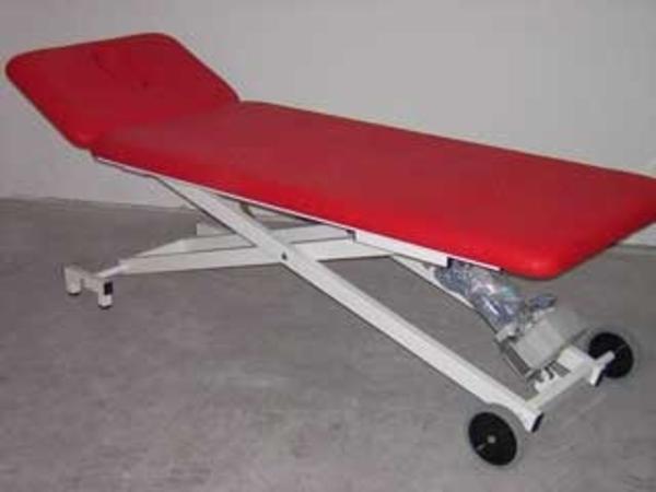 liege therapieliege massageliege neu elektrisch oder hydraulisch mit garantie in b tzingen. Black Bedroom Furniture Sets. Home Design Ideas