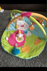 Mädchen Baby Spielwiese