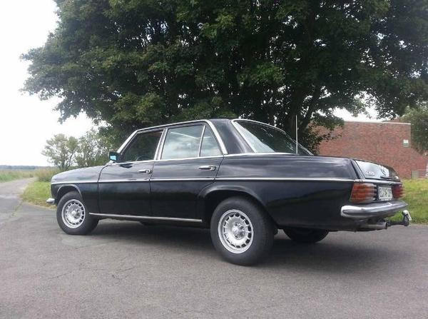 the car mercedes benz w115 240d 3 0 strich 8 ad of 1974 of 4100. Black Bedroom Furniture Sets. Home Design Ideas