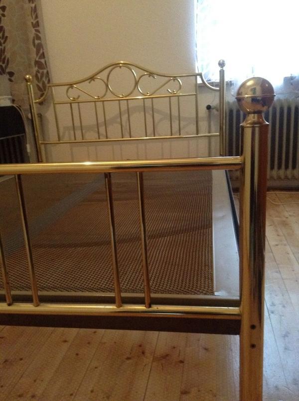 messingbett 60er jahre gold metallbett in m nchengladbach. Black Bedroom Furniture Sets. Home Design Ideas
